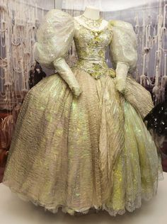 masquerade ball gowns The Muppet Master Encyclopedia Masquerade Ball Gowns, Masquerade Costumes, Ball Gowns Prom, Ball Dresses, Quince Dresses, 15 Dresses, Bob Mackie, Retro Costume, Vintage Costumes