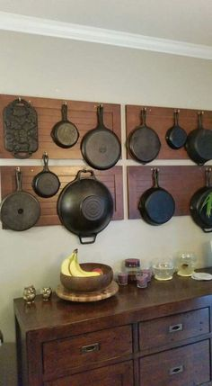 Top 12 French Cleat wall my husband built to hang my cast iron collection - Fikir. Pan Storage, Iron Storage, Pot Storage, Cast Iron Cookware, Kitchen Decor, Rustic Furniture, Cast Iron Decor, Iron Wall, Cast Iron Dutch Oven
