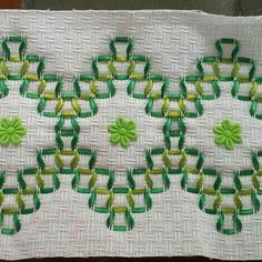 Dish Towel Embroidery, Hand Embroidery Videos, Embroidery Stitches Tutorial, Silk Ribbon Embroidery, Hand Embroidery Designs, Embroidery Patterns, Swedish Weaving Patterns, Loom Patterns, Cross Stitch Patterns