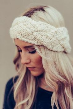 Braided Braided headband/ear warmer from three bird nest. Perfect for family gatherings, or Sunday brunch! Wooly Hats, Knitted Hats, Crochet Hats, Knit Headband Pattern, Knitted Headband, Crochet Headbands, Head Band, Boho Headband, Wide-brim Hat