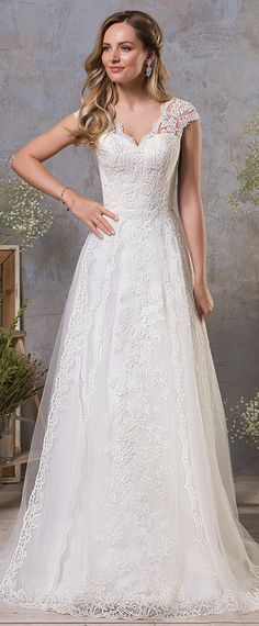 Chic Tulle V-neckk Neckline A-line Wedding Dress With Lace Appliques