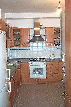 http://bydleni.idnes.cz/rekonstrukce-kuchyne-za-malo-penez-duw-/dum_osobnosti.aspx?c=A040507_140812_rea_napady_pet