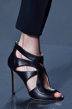 Elie Saab Spring 2015 Well Yes I love Sexy Shoes=but look at the Stress on this foot! Stilettos, High Heel Pumps, Pumps Heels, Pretty Shoes, Beautiful Shoes, Shoe Boots, Shoes Sandals, Black Sandals, Black Heels