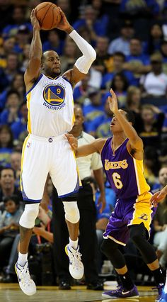 Description of . Golden State Warriors' Andre Iguodala (9) passes the ball against Los Angeles Lakers' Jordan Clarkson (6) in the fourth quarter of their game at Oracle Arena in Oakland, Calif., Saturday, Nov. 1, 2014. (Anda Chu/Bay Area News Group)