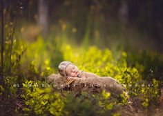 10 tips for photographing your own newborn photo