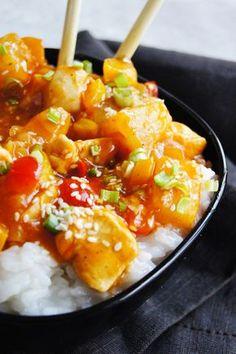 Prosty kurczak w sosie słodko-kwaśnym (7 składników) - Wilkuchnia Healthy Snacks, Healthy Eating, Healthy Recipes, Asian Recipes, Ethnic Recipes, Fish Recipes, Good Food, Yummy Food, Food Design