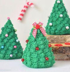 Kort geleden vond ik in een wat ouder haaktijdschrift een patroon van een kerstboompje. Helemaal enthousiast begon ik hieraan tot.... ik het...