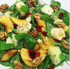 Letný ovocný šalát s baby špenátom, s vlašskými orechami a mätou! Fruit Salad, Cobb Salad, Chia Puding, Healthy Cake, Baking Recipes, Cantaloupe, Potato Salad, Cheesecake, Good Food
