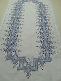 Vagonite - artesã Eli de Oliveira (Ideia de Romilda Dias) Swedish Embroidery, Embroidery Motifs, Broderie Bargello, Swedish Weaving Patterns, Darning, Crochet, Needlepoint, Needlework, Diy And Crafts
