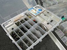 If you're like a lot of bass anglers your boat is like a floating tackle shop with hundreds probably thousands of baits. How do you find the right lure quickly and efficiently? This Elite pro has some answers. Pike Fishing Tips, Fishing Tackle, Fishing Tricks, Fishing Storage, Walleye Fishing, Fishing Lures, Fly Fishing, Fishing Stuff, Women Fishing