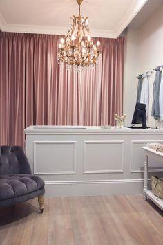 New bridal shop interior design color schemes 42 ideas Bridal Boutique Interior, Boutique Interior Design, Boutique Decor, Boutique Ideas, Interior Shop, Modegeschäft Design, Design Ideas, Interior Design Color Schemes, Etagere Design
