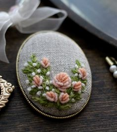 Wonderful Ribbon Embroidery Flowers by Hand Ideas. Enchanting Ribbon Embroidery Flowers by Hand Ideas. Learn Embroidery, Silk Ribbon Embroidery, Embroidery Jewelry, Embroidery For Beginners, Embroidery Techniques, Embroidery Art, Embroidery Stitches, Geometric Embroidery, Simple Embroidery