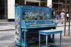 70 pianos hauts en couleur qui donnent envie aux passants de laisser libre cours…