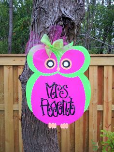 Hoot Owl - $20    Door Decor & Gifts by Southern by Design - Shop at www.facebook.com/Southern by Design or www.SouthernbyDesignCo.etsy.com. Wooden Door Hangers, Wooden Doors, Owl Door Decorations, School Fun, School Ideas, Wooden Owl, Wooden Projects, Door Signs, Teacher Gifts