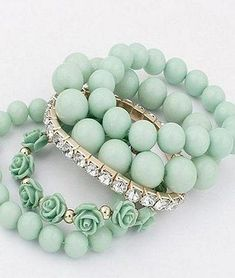 Mint green and gold beaded bracelets Verde Aqua, Mint Green Aesthetic, Color Menta, Mint Gold, Green Fashion, Shades Of Green, Jewelry Accessories, Mint Jewelry, Gemstone Jewelry