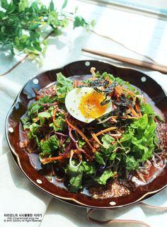 Steak Salad, Vegetable Seasoning, Korean Food, Korean Recipes, Food Plating, I Love Food, Noodles, Brunch, Pork