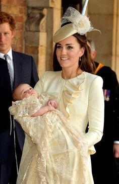 Los Duques de Cambridge llegan con el pequeño George al Palacio de St. James