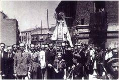 Procesión de la Virgen de las Victorias, en el barrio de Tetuán. Años cuarenta Marrakesh, Casablanca, Times Square, San, Concert, Travel, Vintage, War, Simone De Beauvoir