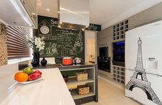 Veja como sua cozinha pequena pode ser decorada para parecer maior e mais aconchegante. Dicas fáceis de serem seguidas por você.
