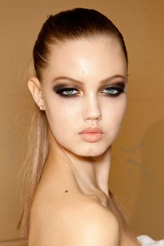 Lindsey Wixson = parts deep smokey eye and fair complexion perfection