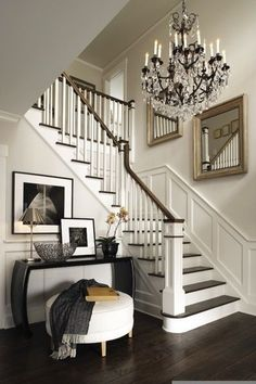 Foyer and staircase, veranda interiors Veranda Interiors, Diy Dining Room Table, Table Lamps, Console Tables, Style At Home, Foyer Decorating, Decorating Ideas, Decor Ideas, Home Decor Inspiration