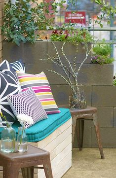 Add beautiful greenery to your city life! Learn how to create a DIY urban garden in just 5 steps. Our ideas are perfect for a patio or courtyard and include creating a privacy wall out of cement blocks, giving existing containers new life as planters and creating modern décor such as cushions and pillows. Click here to make this gorgeous design your own.