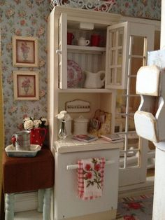 Red & White miniature kitchen.