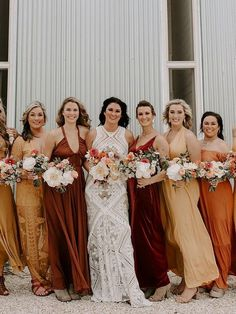 There are plenty of ways to incorporate a sunset orange wedding theme into your big day. For wedding color, opt for sunset orange. Burnt Orange Weddings, Orange Wedding Colors, Fall Wedding Colors, Autumn Wedding, Lilac Wedding, Green Wedding Shoes, Boho Wedding, Dream Wedding, Wedding Ideas