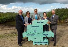 Regionieuws - Met een gezamenlijke druk op de knop lanceerden de gezamenlijke waterbestuurders op 2 september in het Zuiderzeemuseum de campagne Ons Water in Noord-Holland. Hiermee willen de watero...