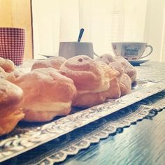 Domowa przerwa od nauki  #sesjaobsesja 📝📔  A #dziś #wkuchni #ptysie #zkremem 🍩🍪 #kremwaniliowy #wanilia #żadnatamwanilina #homemade #instafood #pornfood #sweet #dessert