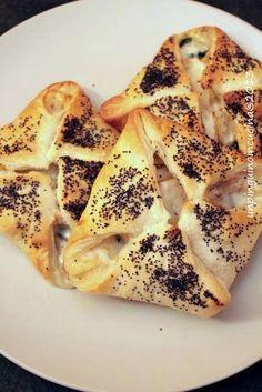 Fagottini di sfoglia con spinacino, pere e taleggio | Un Pinguino in cucina