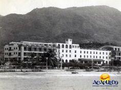 #acapulcoeneltiempo El hotel Papagayo de Acapulco en los años cuarenta. ACAPULCO EN EL TIEMPO. El militar Juan Andrew Almazán, era el propietario del hotel Papagayo, el cual fue obra de Francisco J. Serrano. En los años cuarenta el edificio central fue ampliado hacia los lados y actualmente, el lugar donde estuvo este hotel es ocupado por el parque Papagayo. Para más información visita la página oficial de Fidetur Acapulco.
