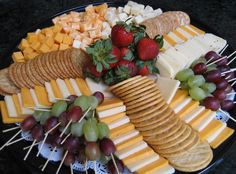 ideas fruit platter ideas beautiful for 2019 Party Trays, Party Platters, Snacks Für Party, Appetizers For Party, Appetizer Recipes, Cheese And Cracker Platter, Cheese Platters, Cheese Tray Display, Brunch