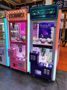 allows adults and children to play at the same time, the upper level of the toys handmade exquisite, the lower level of the small toys mini and cute. Arcade Machine, Vending Machine, Arcade Game Room, Barbie Car, Diner Decor, Claw Machine, Game Room Design, Game Room Decor, Aesthetic Vintage