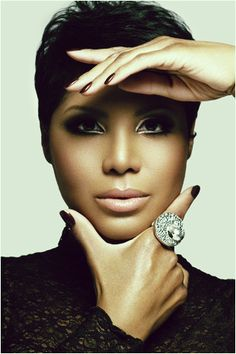 Meet the Braxtons - Toni Braxton http://www.etv.co.za/braxton-family-values/galleries/photo-gallery-meet-braxtons