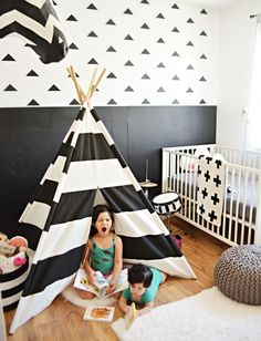 A beautiful black and white space via @aliblog