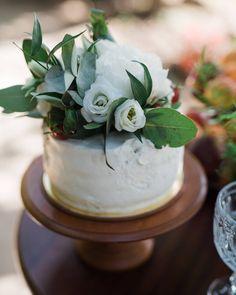Wedding cake with peony by www.creteforlove.com