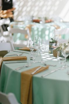 Photography: Eyes Hart Read More: http://www.stylemepretty.com/2014/05/16/rustic-gold-and-mint-wedding-wiup/