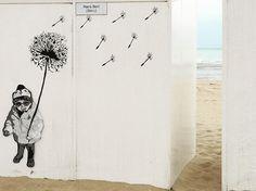 Cabine de plage #beach #nature #water #ocean #rayondesoleil #instagood #photooftheday #beautiful #sky #iphone6s #pretty #sand #beauty #beautiful #pause #waterfoam #seashore #litoral #merdunord #eau #ciel #goodday #love #lamer #cabinedeplage #plage #streetart #streetartist #graff #graffitiart #kid