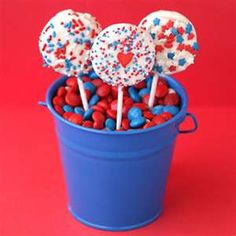 Chocolate Covered Oreo Pops, cute for my 4th of July party!