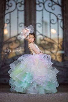 Lace Flower Girls, Lace Flowers, Flower Girl Dresses, Gowns For Girls, Little Girl Dresses, Baby Dress, The Dress, Moda Kids, Rainbow Tutu