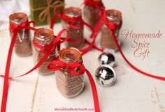 Homemade Spice Gifts to give to your friends on any occasion to season their favorite meals! Healthy Christmas Recipes, Keto Holiday, Homemade Spices, Homemade Taco Seasoning, Homemade Christmas Gifts, Homemade Gifts, Diy Gifts, Maria Mind Body Health, Bbq Seasoning