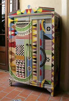 Argentinian Lucas Risé has produced/painted/upcycled some beautiful cabinets