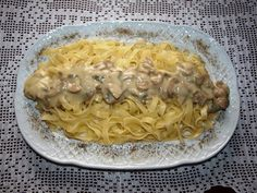 Υλικά: • 500γρ, Σκορδολάζανα <> • 500 γρ Μανιτάρια φρέσκα λευκά μικρά • Κρεμμύδι 1 ξερό ψιλοκομμένο • Ελαιόλαδο 3 κουταλιές σούπας • Σκόρδο κοπανισμένο 1 σκελίδα • Λευκό κρασί 1/2 ποτήρι κρασιού • Αλάτι – πιπέρι • Κρέμα γάλακτος 250 γρ • 150 γρ. ελαιόλαδο ( για τα ζυμαρικά ) Εκτέλεση Τσιγαρίζουμε σε ένα [...] Greek Recipes, Macaroni And Cheese, Spaghetti, Food And Drink, Cooking Recipes, Pasta, Ethnic Recipes, Recipes, Good Food