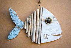 Fish Crafts, Beach Crafts, Diy And Crafts, Arts And Crafts, Driftwood Fish, Driftwood Sculpture, Wooden Fish, Wooden Art, Deco Marine