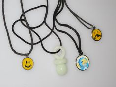 lot of 4 90s necklaces