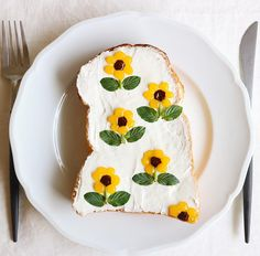 Go to yummy tasty delicious and toes sunflower cream cheese Food Design, Cute Desserts, Dessert Recipes, Cute Food, Good Food, Food Art For Kids, Aesthetic Food, Creative Food, Food Inspiration