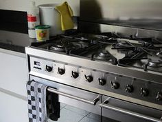 Huishouden met plezier: Aangebrande oven schoonmaken.