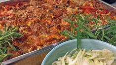 Pasta al forno betyr pasta bakt i stekeovnen. Dette er ikke lasagne, men minner om det. Pasta al forno kan fort bli mat til mange på en enkel og rimelig måte. Rockekokk Mats Paulsen lager ovnsbakt pasta med kjøttsaus som har kokt lenge. 20 Min, Macaroni And Cheese, Recipies, Food Porn, Good Food, Chicken, Meat, Ethnic Recipes, Drinks