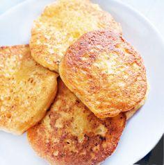La receta de estas tortitas de queso se basa en la de las tortitas tradicionales pero con el añadido del queso crema. La textura es suave y muy cremosa.